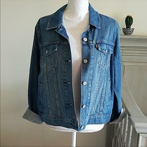 NWOT Women's Levi's Denim Jacket